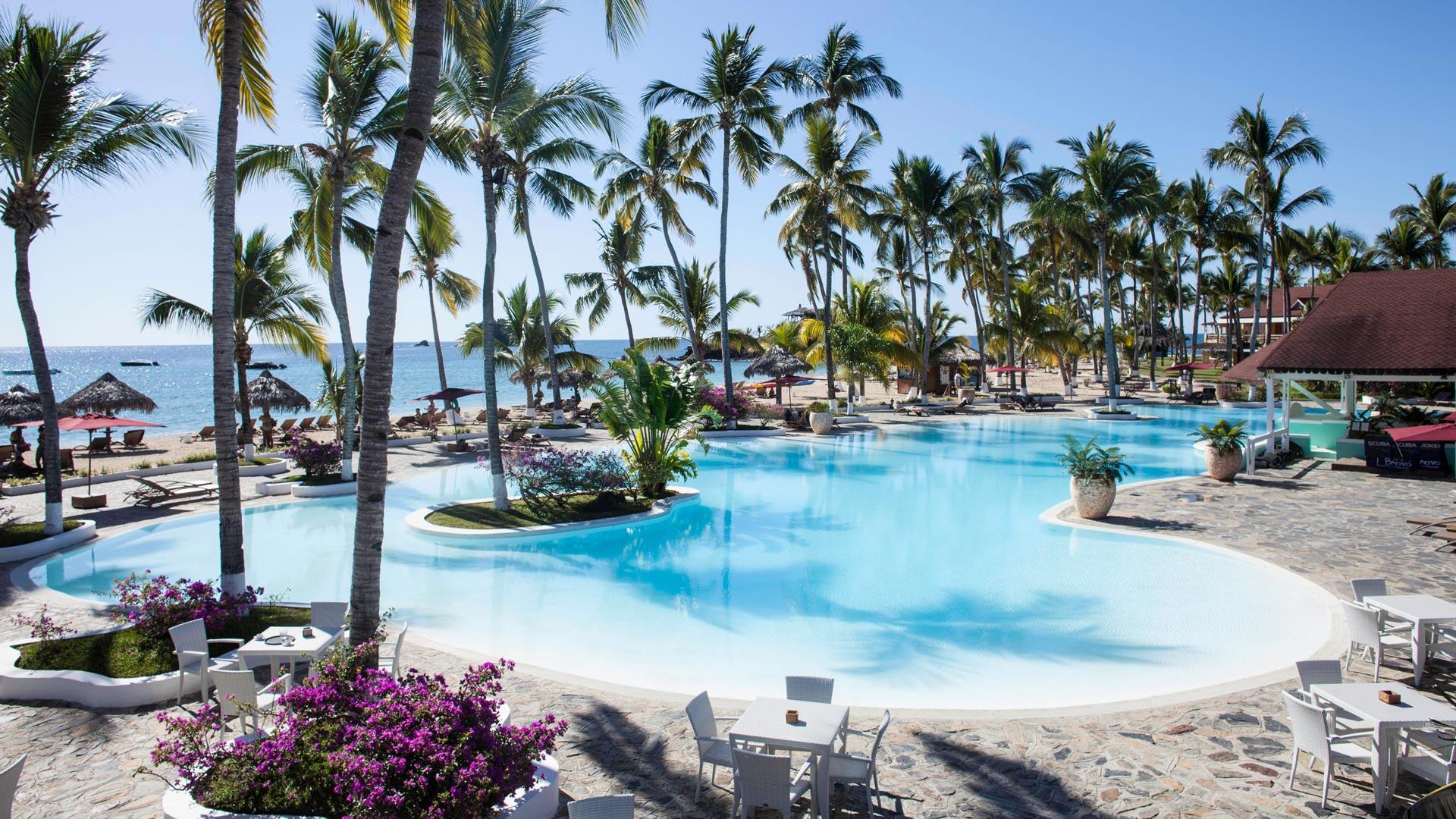 Resort avec piscine madagascar hotel piscine nosy be for Camping moustiers sainte marie avec piscine